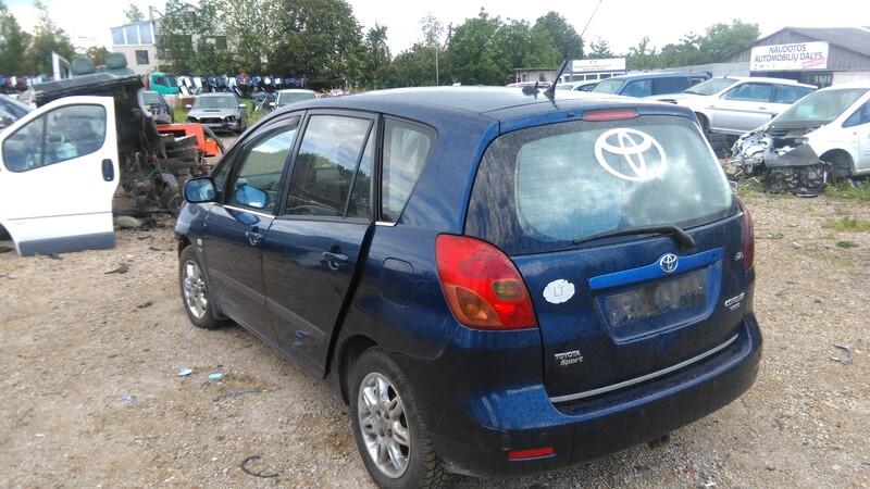 Toyota Corolla Verso 2003 г. запчясти