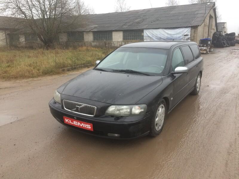Volvo V70 II D5 2004 y parts