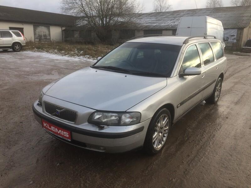Volvo V70 II 2004 y parts