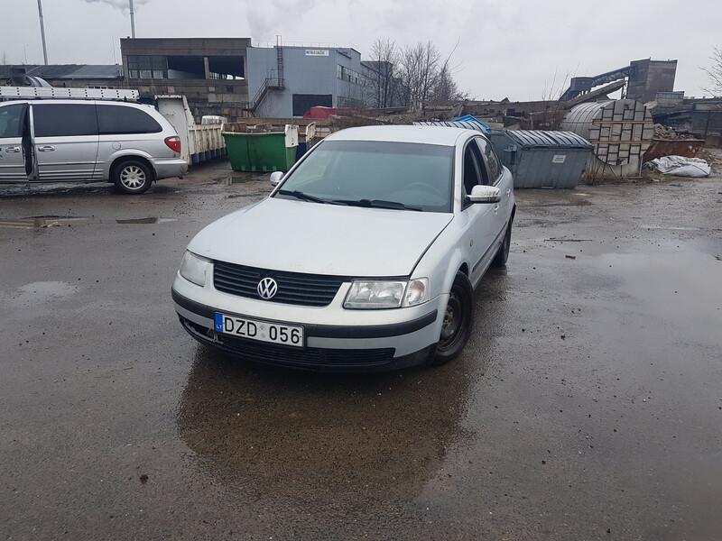 Volkswagen Passat B5 2.3 BENZINAS 110 KW 1998 y parts
