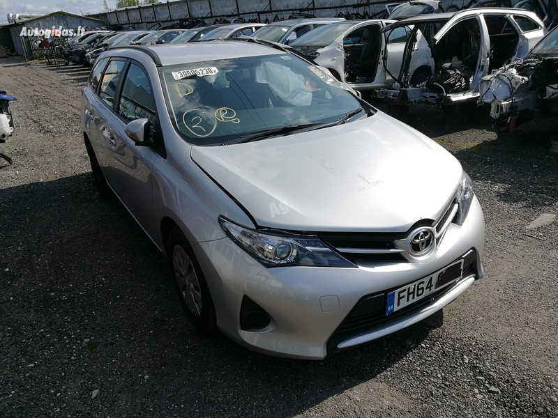 Toyota Auris II 2015 y. parts