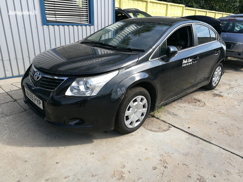 Toyota Avensis III 2010 y parts