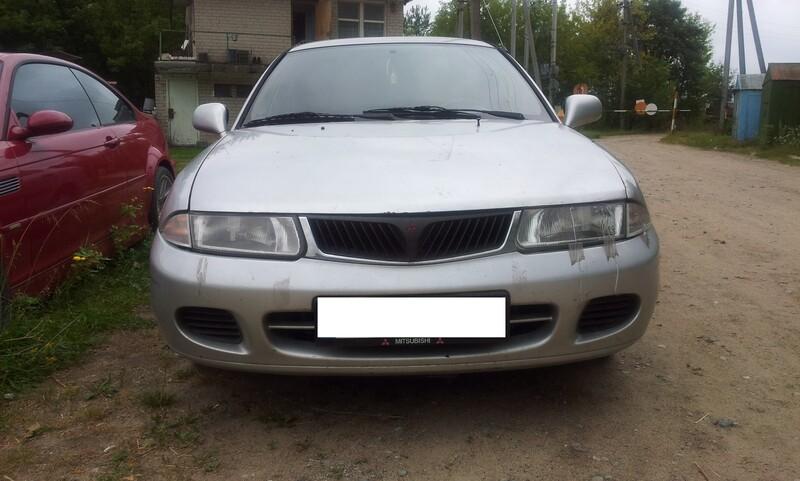 Mitsubishi Carisma I 1998 m. dalys