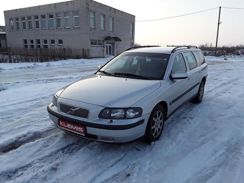 Volvo V70 II D5 2002 y parts