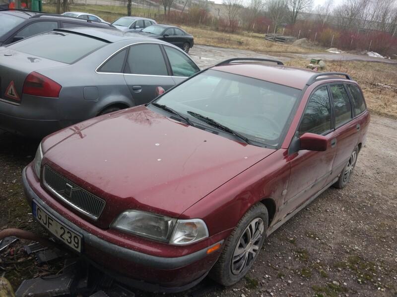 Volvo V40 1999 m dalys