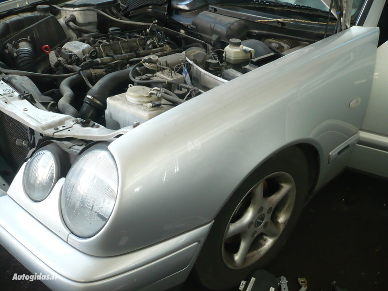Mercedes-Benz E 220 W210 1999 г запчясти