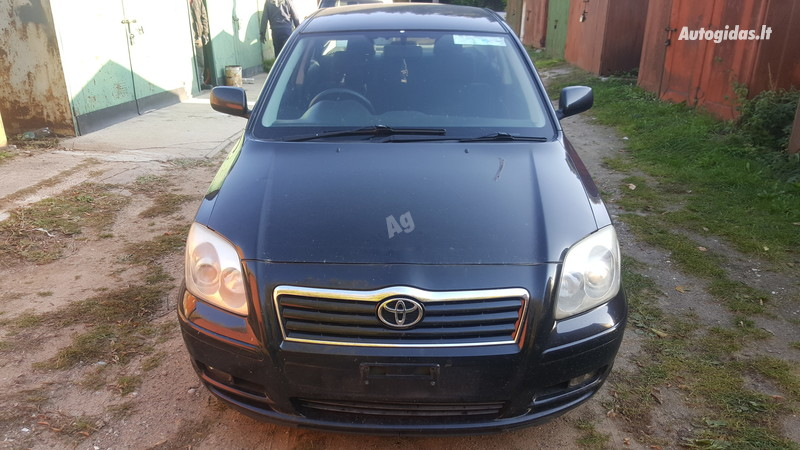 Toyota Avensis II 2005 y parts