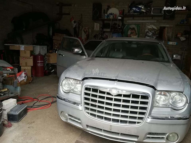 Chrysler 300C 2005 m dalys