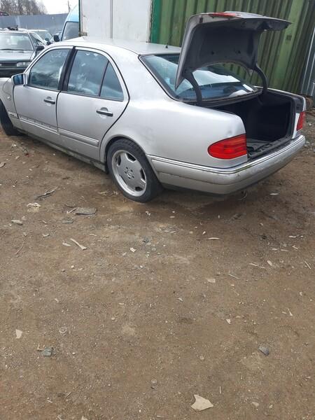 Mercedes-Benz E 300 Tdi 2000 y parts