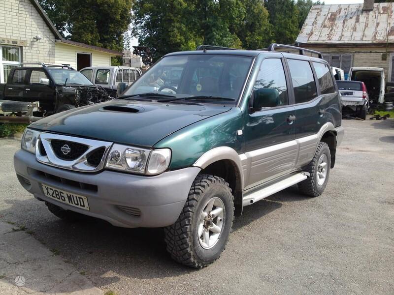 Nissan Terrano 2003 m dalys