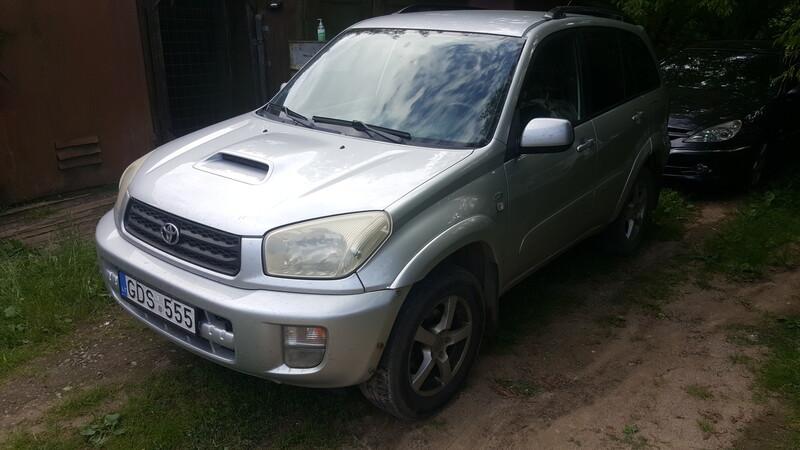 Toyota Rav4 II 2.0D4D sidabrinė 4d. 2003 m dalys