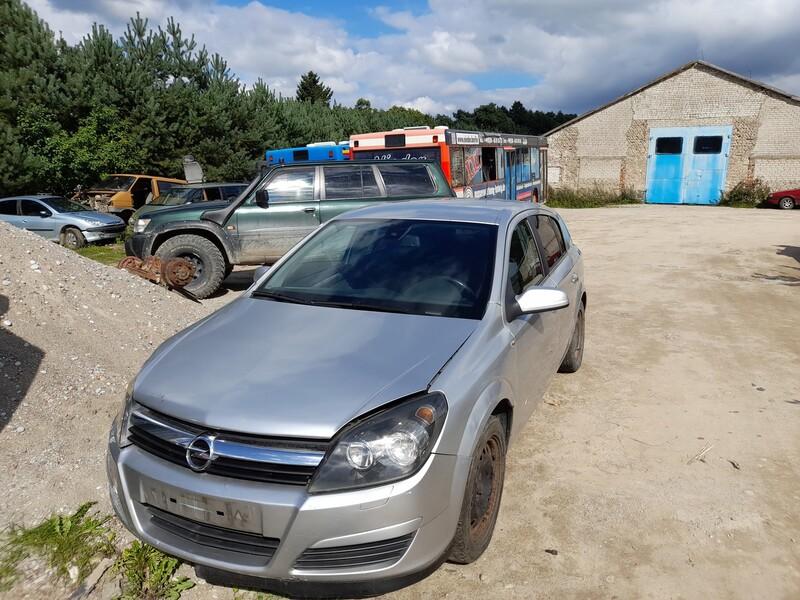 Opel Astra 2004 m dalys