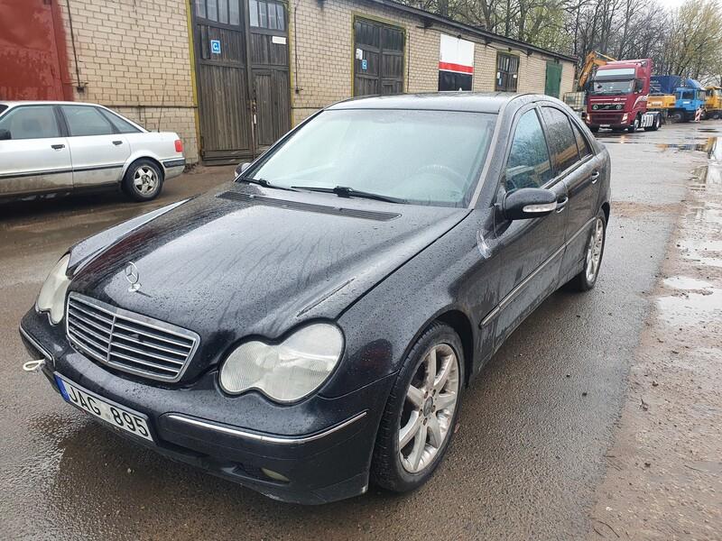 Mercedes-Benz C 220 W203 2.2 DYZELIS 105 KW 2001 m dalys