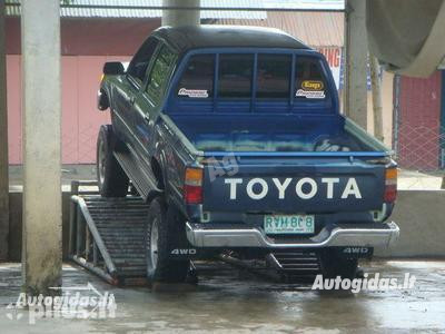 Toyota Hilux 1996 г. запчясти