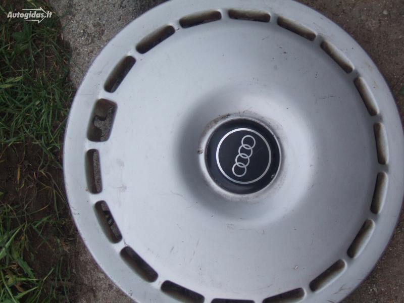 Audi 100 R15 ratų gaubtai