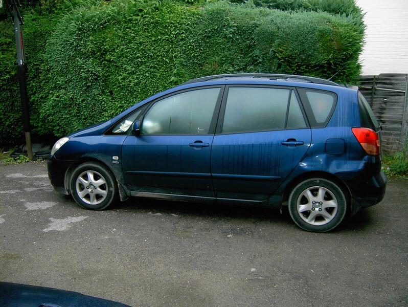 Toyota Corolla Verso 2003 m dalys
