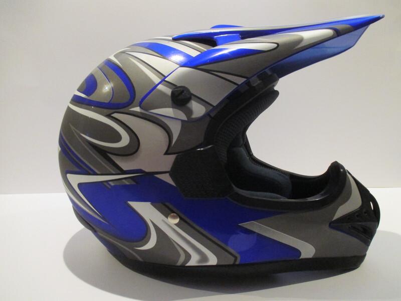 Šalmas  MAX 606