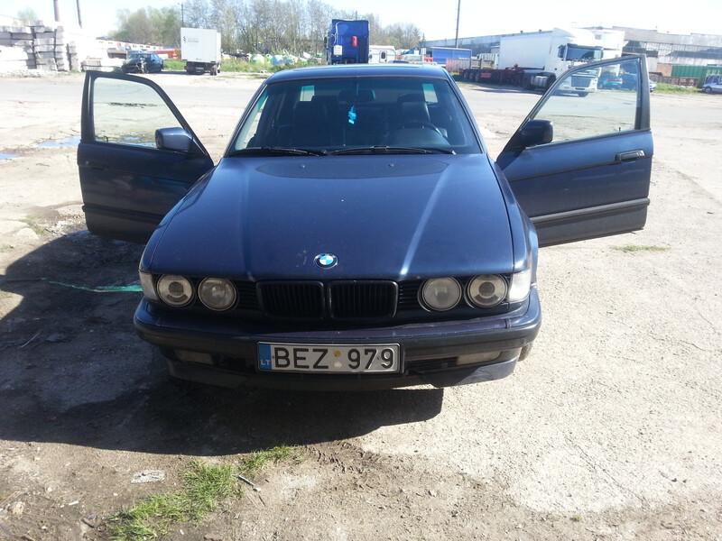 Bmw 730 E32 V8 1993 m dalys