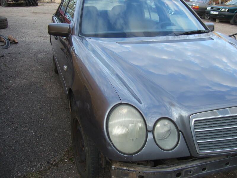 Mercedes-Benz E 220 W210 1997 m dalys