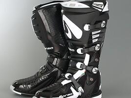 Forma Predator batai