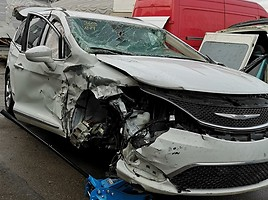 Chrysler Pacifica 2017 m dalys