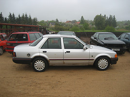 Ford Orion   Sedanas