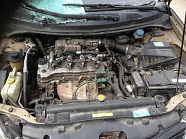 Nissan Primera P12 2004 m dalys