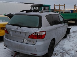 Toyota Avensis Verso   Минивэн