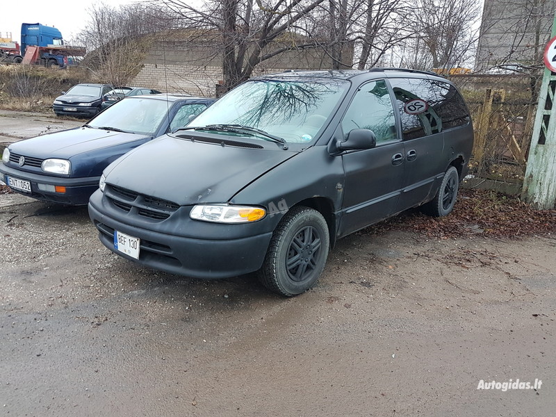 Chrysler Town & Country I, 2000m.