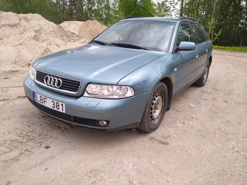 Audi A4 2000 г запчясти